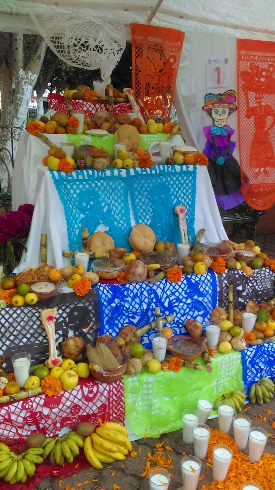 swieto-zmarlych-w-meksyku-altar-y-ofrenda