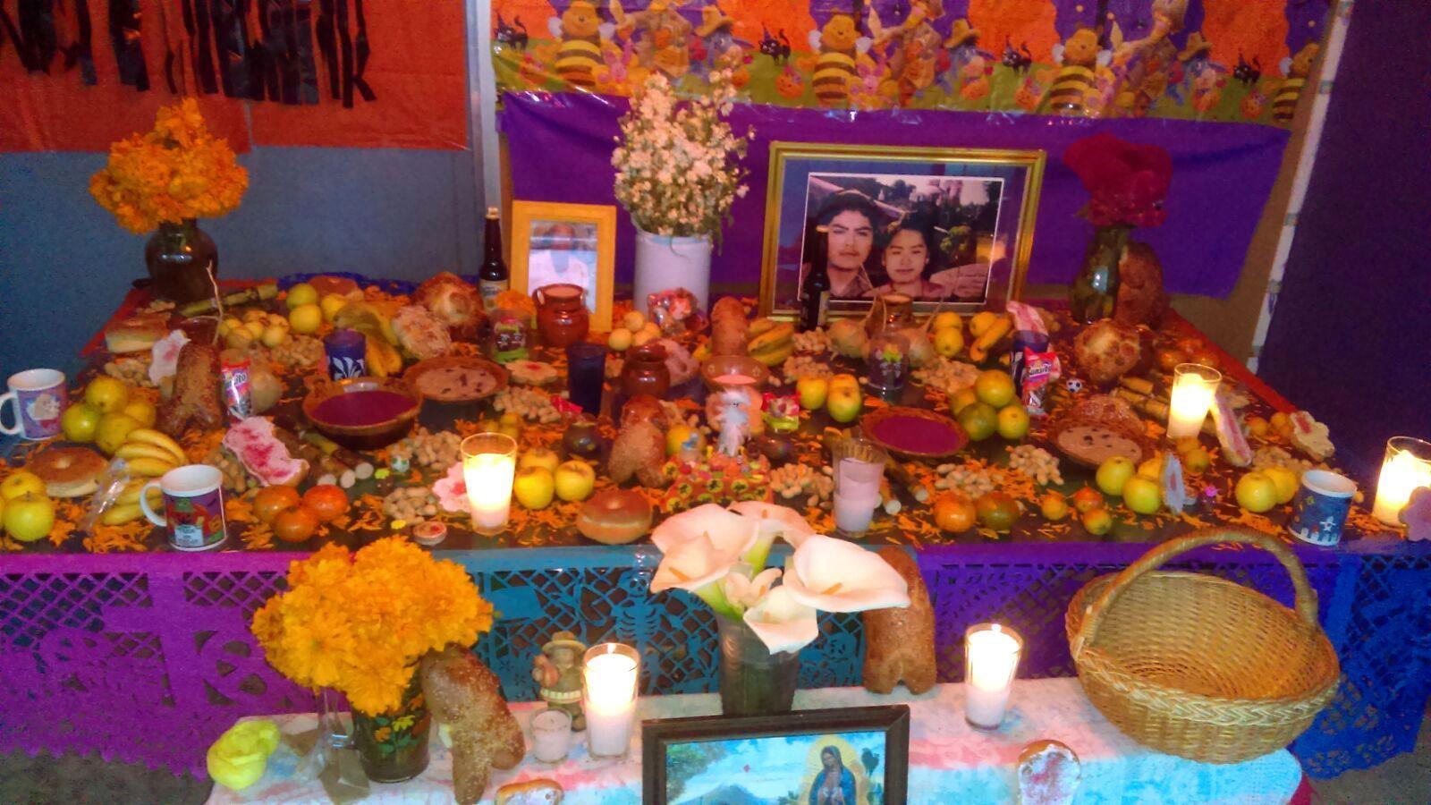 swieto-zmarlych-w-meksyku-altar